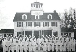 Coast Guard men out front. (Archives SHT)